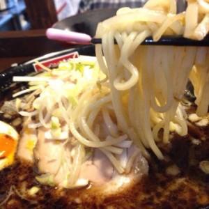 こってり豚骨と魚介スープがクセになる麺屋やだら@八戸市の黒ラーメンを全力で食べた