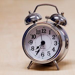 盛大に寝坊したとき人間が感じる5つの感情とその根拠