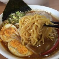 三沢市のうまいみそラーメン「サッポロ香蘭」を全力で食べた。おにぎりサービスだよ。